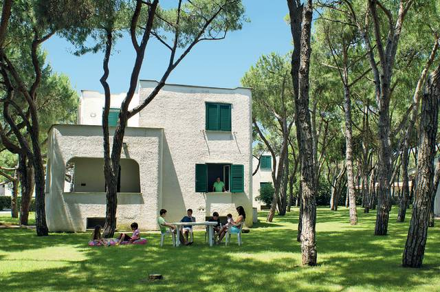 Itálie - Baia Domizia - Giulivo (apartmány)