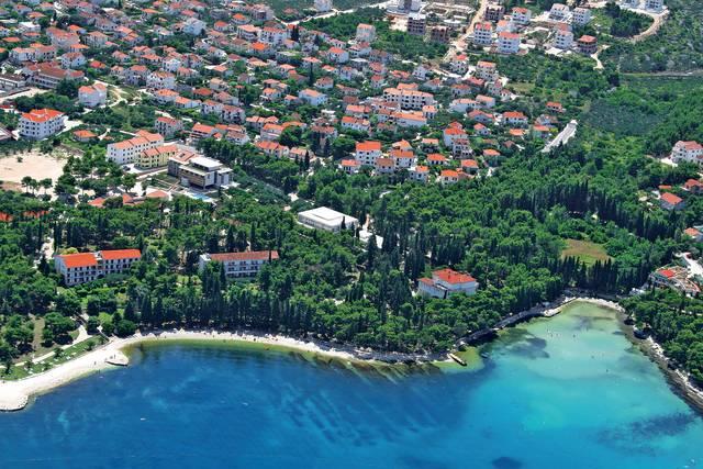 Chorvatsko - Brac - Supetar - Vrilo a Vlacica (Velaris)