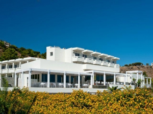Lindos White & Suites****
